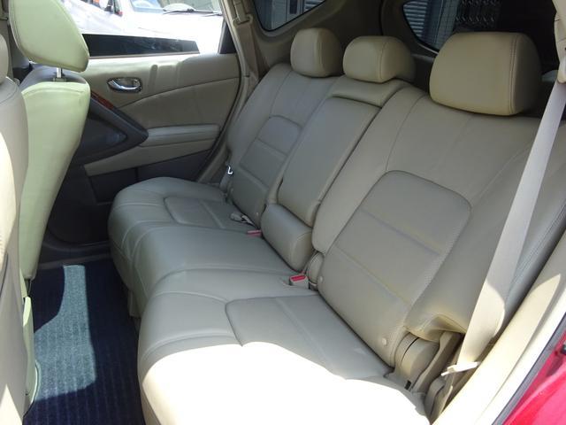 リアシートもコンディション良好☆後部座席はフラットにアレンジ可能ですので大容量ラゲッジスペースが確保できます!