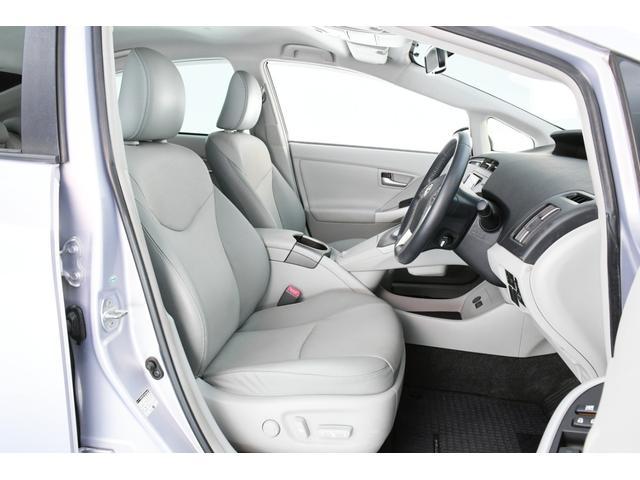 運転席は電動シートになっておりますので、座席の微調整も楽々ですよ♪