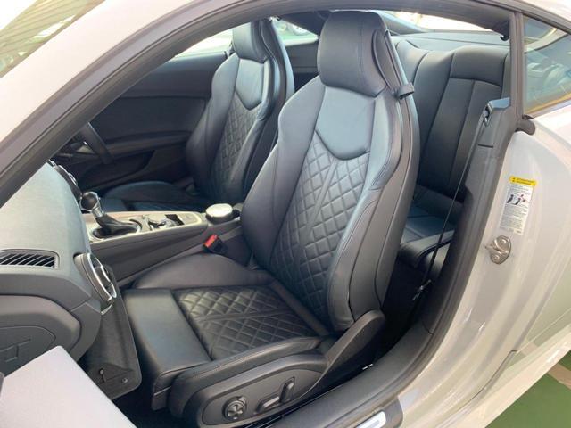 運転席・助手席パワーシートになっております。