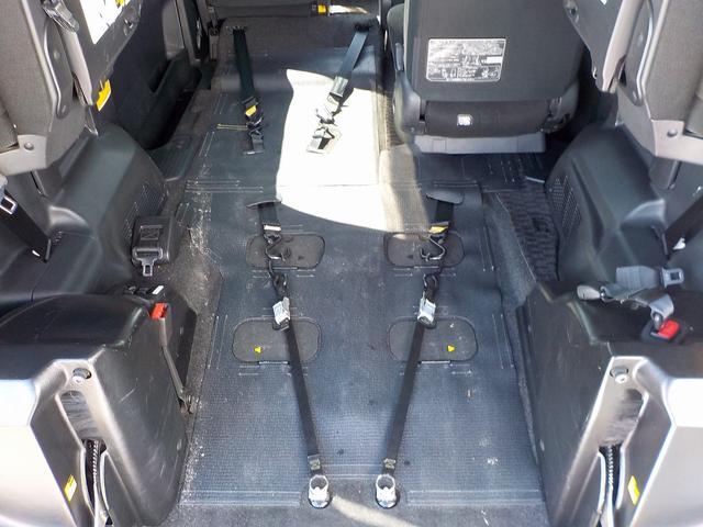 トヨタ ヴォクシー 福祉車両 タイプI スロープ仕様 車いす2基固定