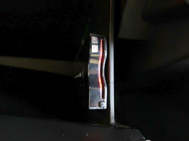 ベースグレード 禁煙車 4WD ワンオーナー 純正メモリナビ(40枚目)