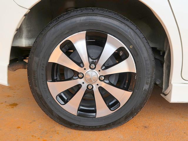 社外15インチアルミです!新品タイヤをご希望の方は遠慮なく申し付けて下さい!!