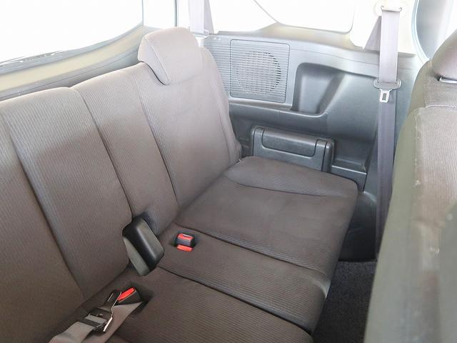 ゆったり座れるセカンドシート!足元スペースも広々としていて、乗り心地も良いです!シートの座り心地も良くてくつろげますよ♪