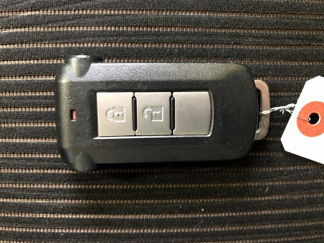 カスタムT 修復歴なし 禁煙車 純正SDナビ 両側自動ドア 後カメラ Bluetooth HID オペキー ETC フルセグ 横滑防止 フォグ 革巻ステア プッシュスタート 純正15インチAW ミラーウインカー(3枚目)