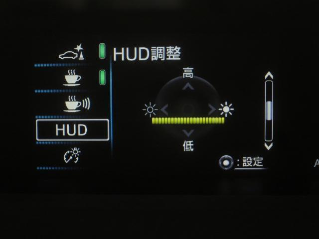 ヘッドアップディスプレイ付でフロントガラスに車速やナビ情報を表示でき、安全&快適なドライブをアシストしてくれます!!