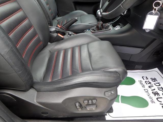 赤ステッチ入り黒レザーパワーシート!シートに目立つキズやヘタリも少なく、使用感少ないです!