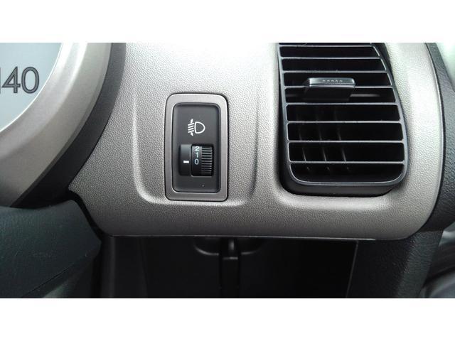 ヘッドライトを上下に動かすマニュアルレベリング機構付き。これがあれば、荷物を積んでも、対向車は眩しくないですね。