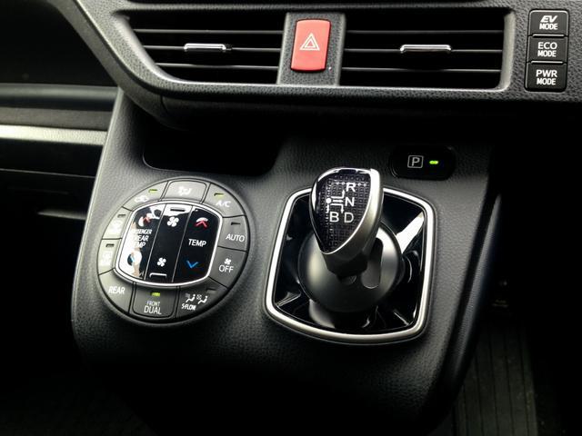 ハイブリッドV ツインモニターシートヒーター両電動ドア1オナ(8枚目)