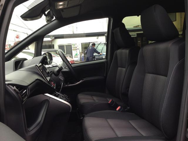 ホールド感もよく、長時間運転にも疲れにくい重厚なシートで、高級感、清潔感あふれるブラックファブリックシートです!