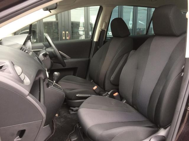 硬すぎず、柔らかすぎず、座り心地の良い、スポーティーなシートで、汚れも目立ちにくい、スタイリッシュな印象のブラックインテリアです!