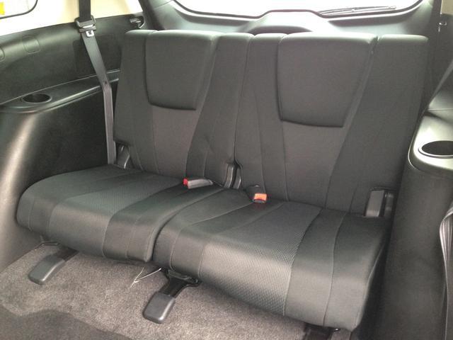 あると便利で、お子様大喜びの3列目! 5:5分割シートで、片方だけフラット収納してお荷物スペース、もう片方は座席のままなど、アレンジできます!