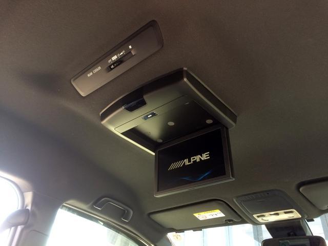 アルパイン・フリップダウンモニター搭載で、後部座席にお座りの方も、TVやDVDが見れて、ロングドライブも快適です!