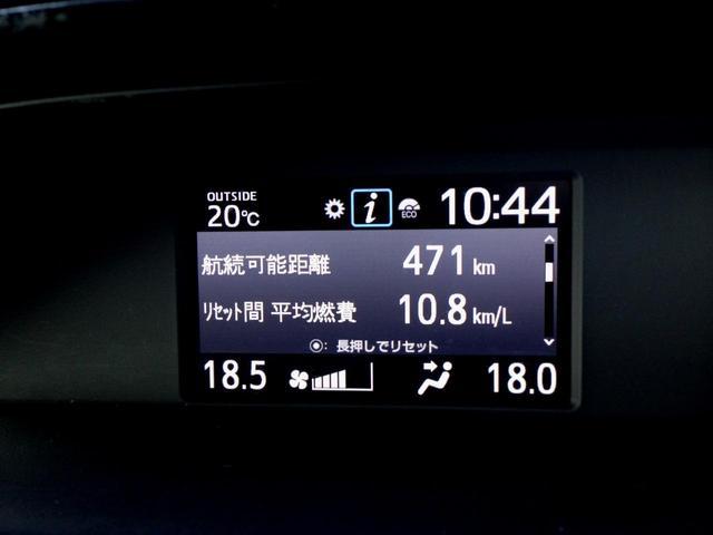 燃費状況など様々な情報を見ることが出来る、マルチインショメーションディスプレイがあり、ステアリングスイッチで表示切替えが出来ます!