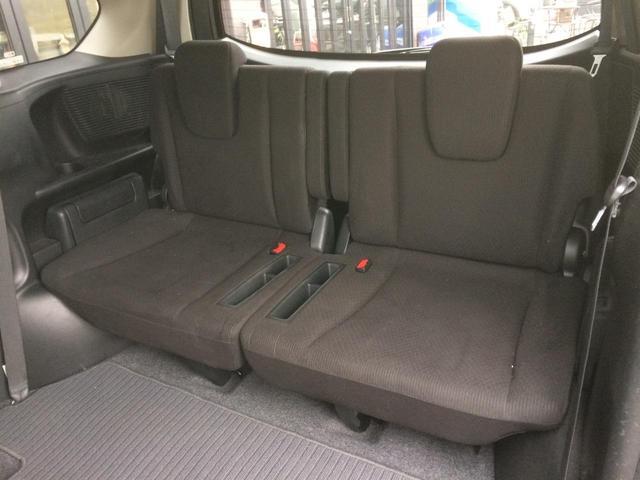特等席の広々2列目! 90度に折り畳み、そのまま前方に回転収納する事で、たくさんのお荷物を積む事が出来る、タンブルシート仕様です!