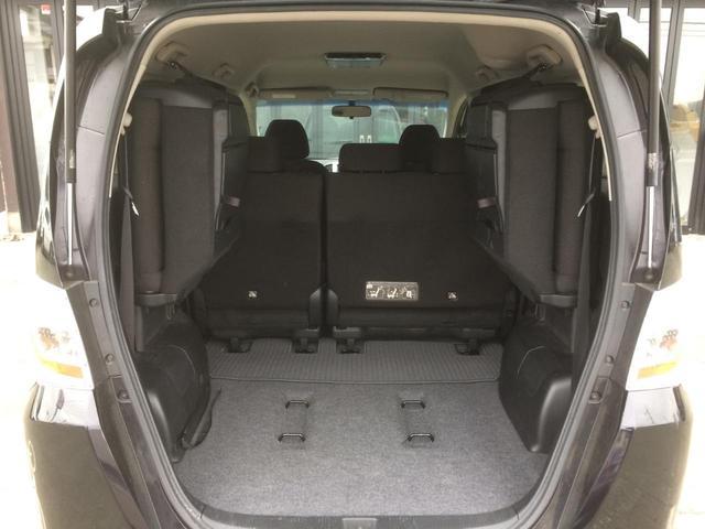 3列目シートは片方だけ跳ね上げて、片方はそのままシートとしてお使い頂くことも可能です!