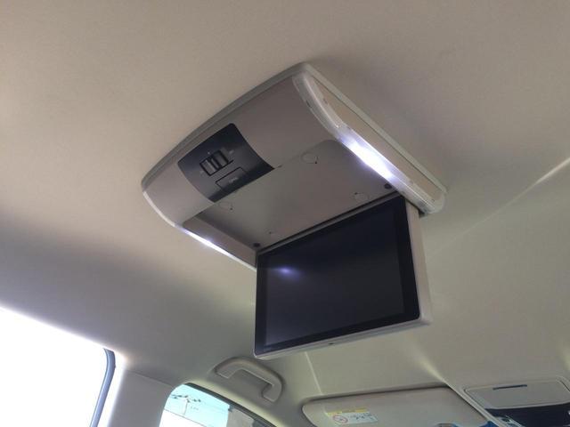 純正フリップダウンモニター搭載で、後部座席にお座りの方も、TVやDVDが見れて、ロングドライブも快適です!
