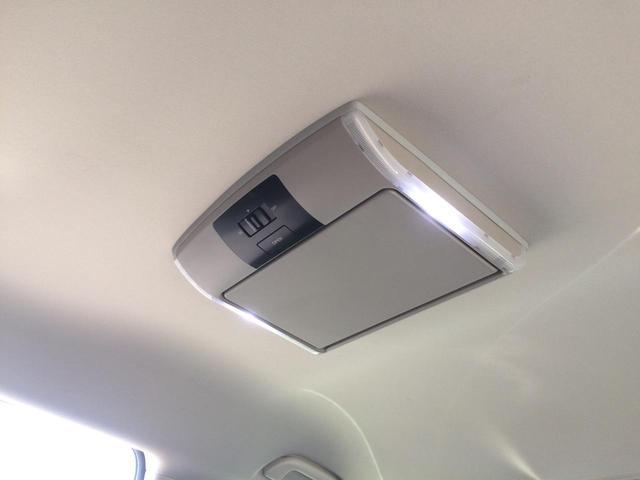 純正フリップダウンモニターは畳むと天井フラットになり、ルームミラーも見やすく、視界良好です!