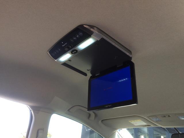 LEDルームランプ搭載・フリップダウンモニターは畳むと天井フラットになり、ルームミラーも見やすく、視界良好です!
