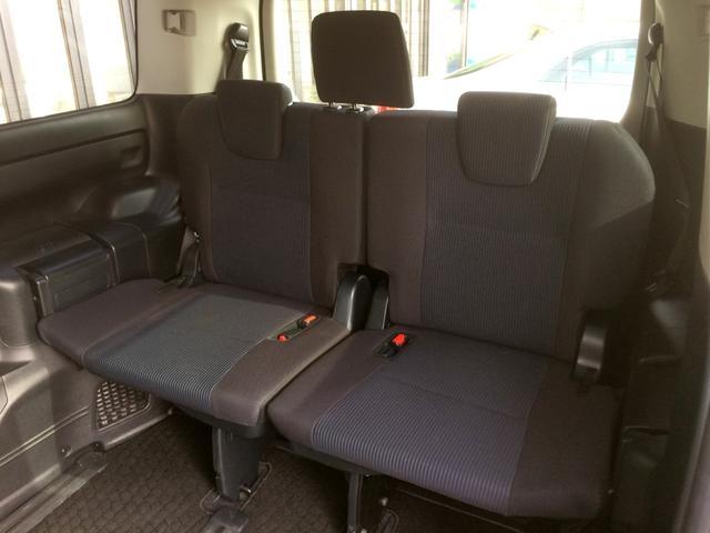 3列目も広々していて、おくつろぎ頂けます! 5:5分割シートで、片方だけフラット格納してお荷物スペースに、もう片方は座席のままなどの、シートアレンジもできます!