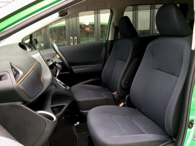 ホールド感の良い重厚なブラックシートなので、ロングドライブにも疲れにくく、ドライブがより楽しめます!