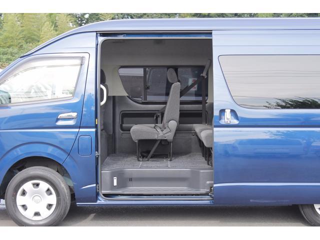 トヨタ ハイエースワゴン グランドキャビン 4WD パワースライドドア リヤモニター付