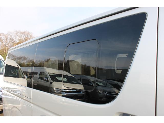プライバシーガラス+スライド式リヤサイドガラスが装備されています。