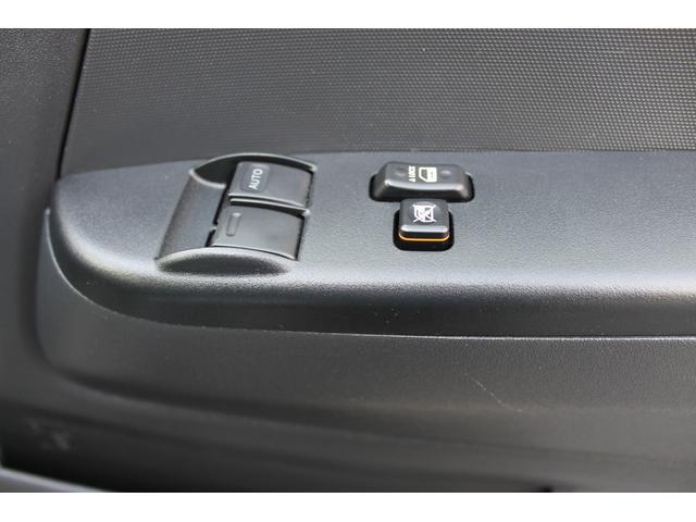 運転席&助手席パワーウィンドウ+ウィンドウロック+集中ドアロックの操作スイッチです。
