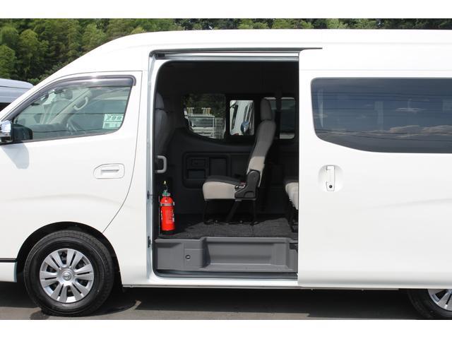 片側ワンタッチオートスライドドアです。オートクロージャー(半ドア防止機能)が装備されています。▼市販されているNV350キャラバンマイクロバスに、両側スライドドアの設定はありません。