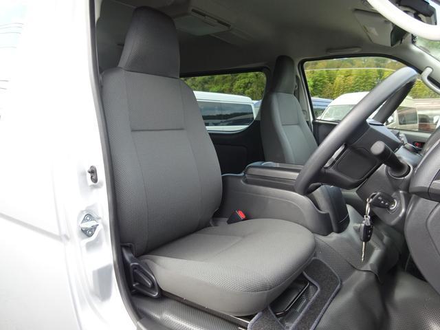 DX 4WD パワースライドドア 純正ナビ バックカメラ ETC 後席モニター 10人乗り(9枚目)