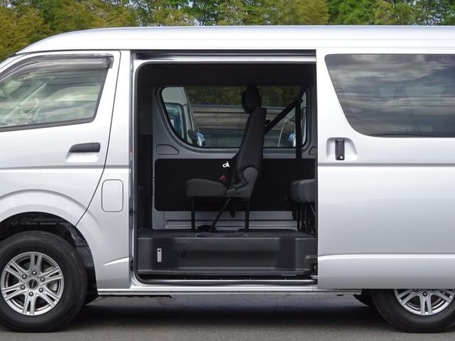 DX 4WD パワースライドドア 純正ナビ バックカメラ ETC 後席モニター 10人乗り(20枚目)