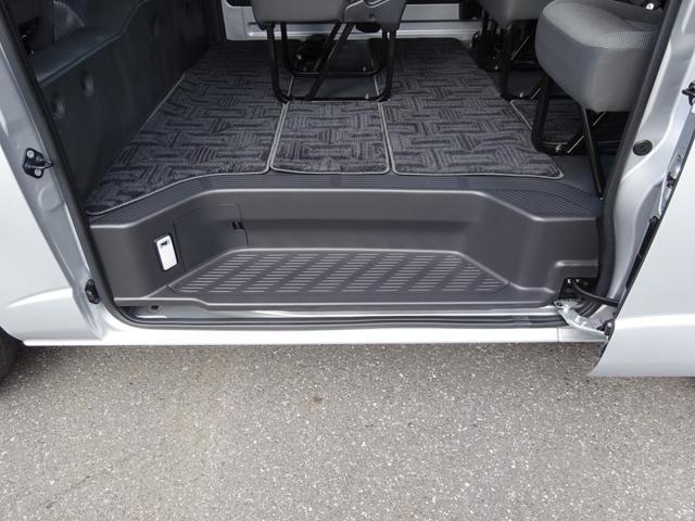 DX 4WD パワースライドドア 純正ナビ バックカメラ ETC 後席モニター 10人乗り(35枚目)