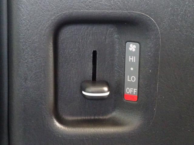 DX 4WD パワースライドドア 純正ナビ バックカメラ ETC 後席モニター 10人乗り(63枚目)