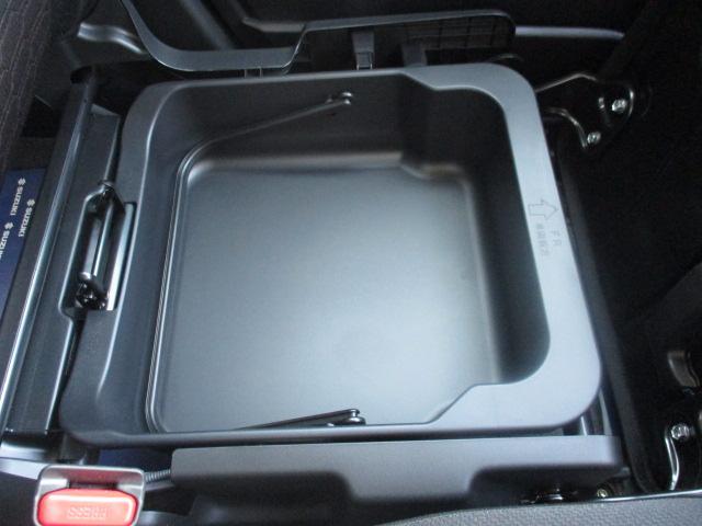 【助手席シートアンダーボックス】助手席の下にも大容量スペース!普段あまり使わない物や洗車道具を入れておくと便利ですよ♪