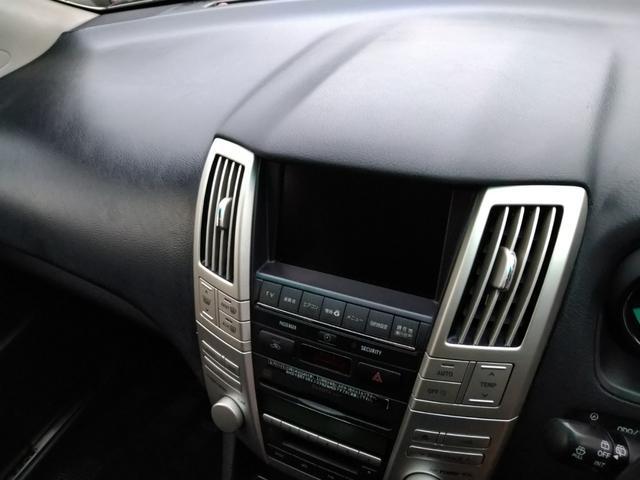 ナビゲーション、ETC、GPSレーダー、テレビ&ナビキット、地デジチューナー等も取り付け可能です!バックカメラ付き!後方の視界がカラーで見れるので駐車も安心して行えます !