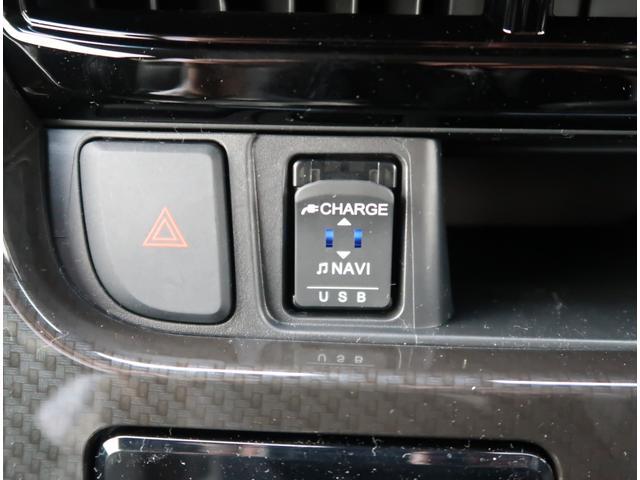 【USBポート付き】充電/オーディオ使い分けが出来てとっても便利です。