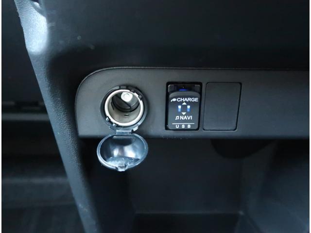 【USBポート】充電/オーディオ両方使えてとっても便利です!