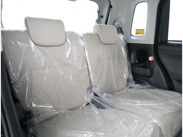 【リヤシート】後席も快適な空間でドライブを楽しめます。