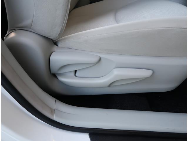運転席に上下シートアジャスターが付いてます。座席の高さも調整可能です