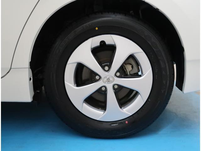 【純正15インチ】タイヤの残り溝もしっかり残っております。ご納車前に点検・空気圧調整もさせて頂きますので、ご安心下さい。