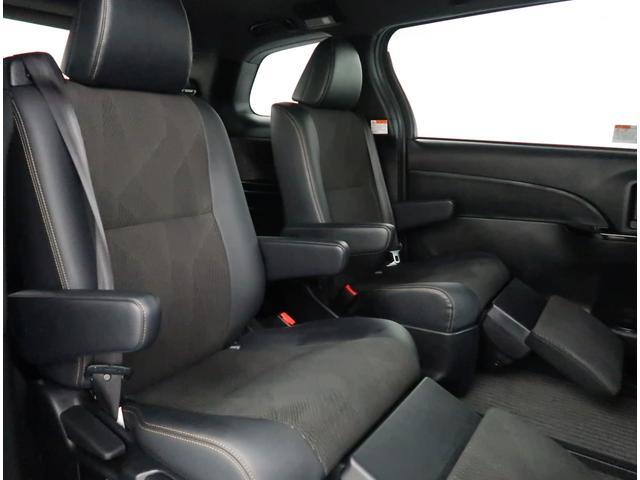 【セカンドシート】後席もゆったり快適な空間でドライブを楽しめます。