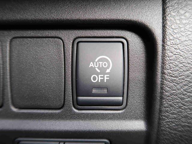 アイドリングストップ機能が付いております。信号待ちなどで自動でエンジンがストップ。環境に配慮した機能ですね。燃費の向上にも貢献します。