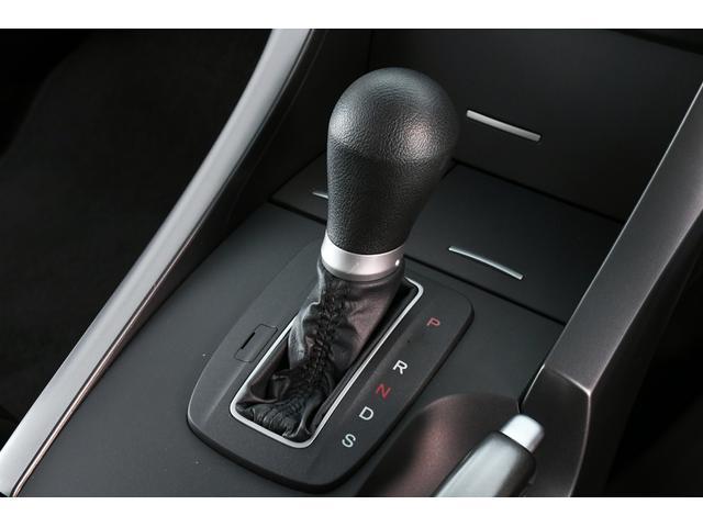 シフトレバーも使用感なく綺麗です♪乗車時は必ず手に触れるところですから気になりますよね!