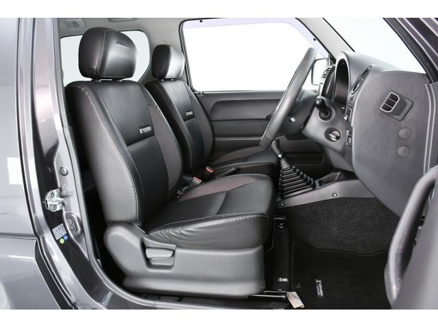 運転席はシート等もキレイで十分な広さがありますよ!