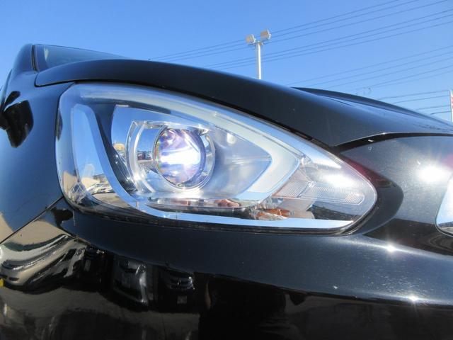 これも上級グレードならではのHIDヘッドライト!LEDポジションライトも付いてとっても明るいです!