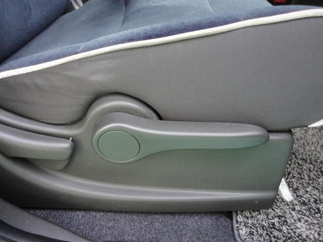 運転席は座高調整可能です!
