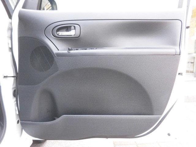 使用感の出やすい運転席側のドアライニングも御覧のとおり、傷や汚れなど無く、大変綺麗です!