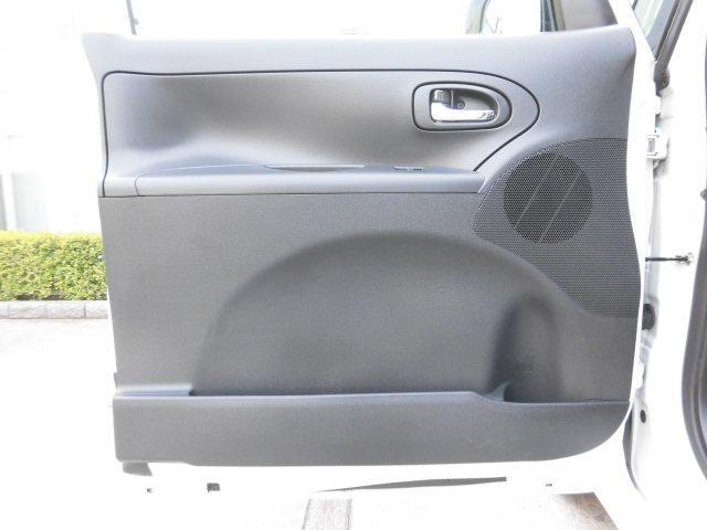 助手席側のドアライニングも同様に、傷や汚れなど無く、大変綺麗です!