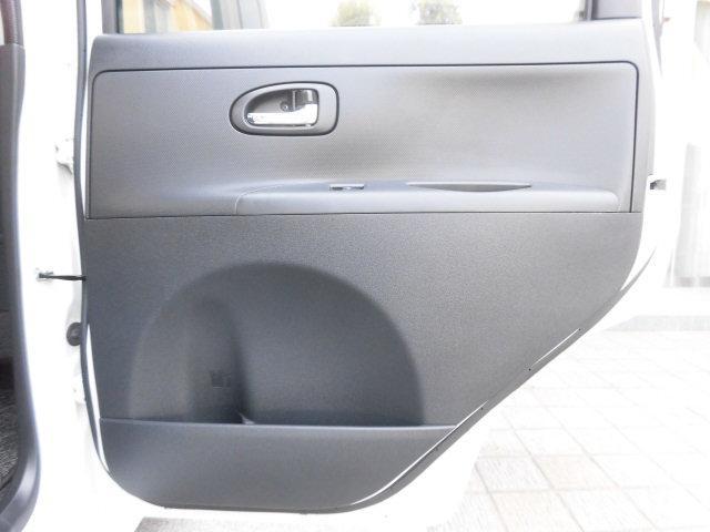 後部席右側のドアライニングも傷や汚れなど無く、大変綺麗です!