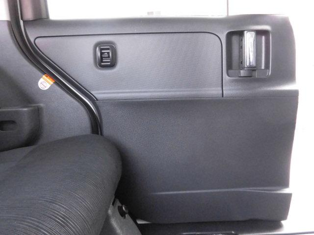 後部席左側のドアライニングも同様に、傷や汚れなど無く、大変綺麗です!