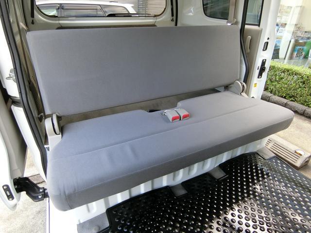 折りたたみ収納可能なリヤシートも、フロント席同様に大変綺麗な状態です!